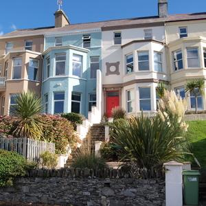 Farbenfrohe Fassaden in Bangor