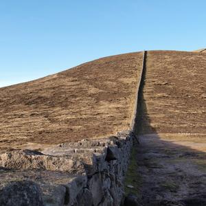 Mourne Wall auf dem Slieve Donard