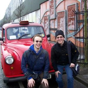 Mit Herrn H.in einem roten Taxi auf Black Taxi Tour (von Stephan Helmrich)