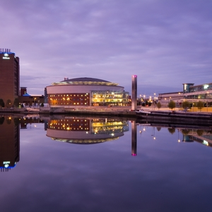 Waterfront Hall, gelegen am Lagan (by Ehrenberg Kommunikation)